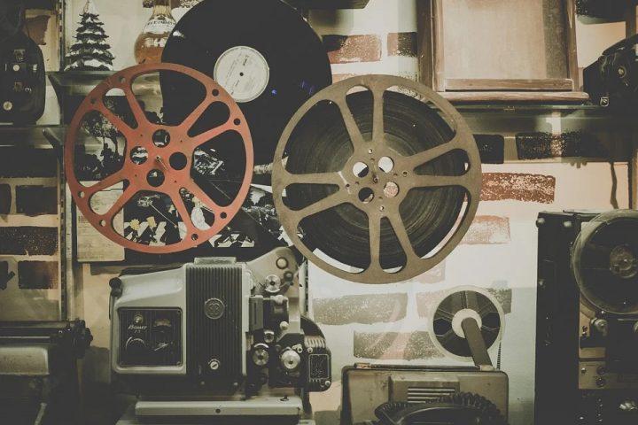 Kino cyfrowe a kino tradycyjne – różnice w technologii